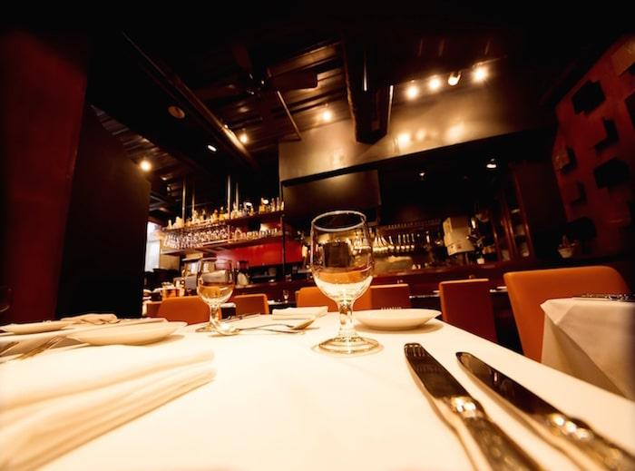 リゾバ レストラン テーブル
